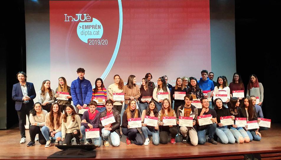 Imatge dels alumnes premiats als Premis InJUè Emprèn Dipta.