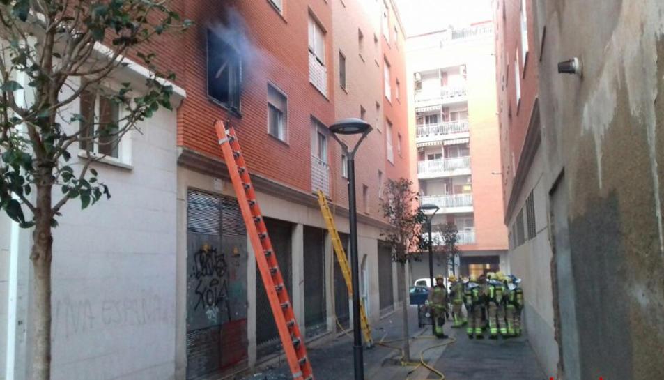 L'incendi es va produir al carrer Colldejou de Reus.