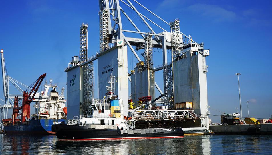 Imatge del 'caixoner' que servirà per construir el nou moll per a creuers.