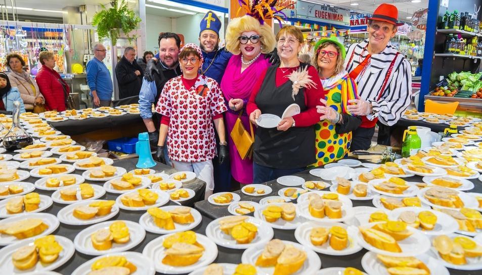 Imatge de l'esmorzar que han ofert les parades del Mercat Central de Reus.