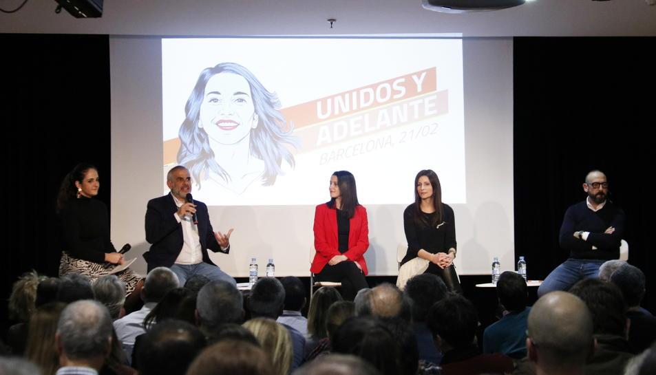 Pla general de Carlos Carrizosa, Inés Arrimadas, Lorena Roldán i Jordi Cañas en un acte del 21 de febrer de 2020.