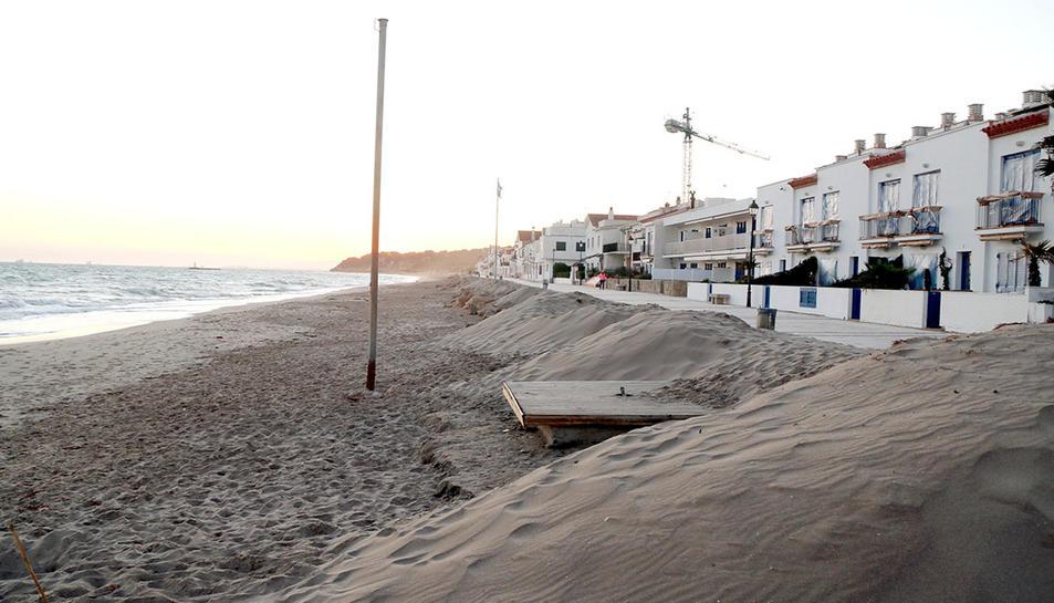La platja d'Altafulla el 18 de febrer del 2020, un mes després del temporal Gloria.