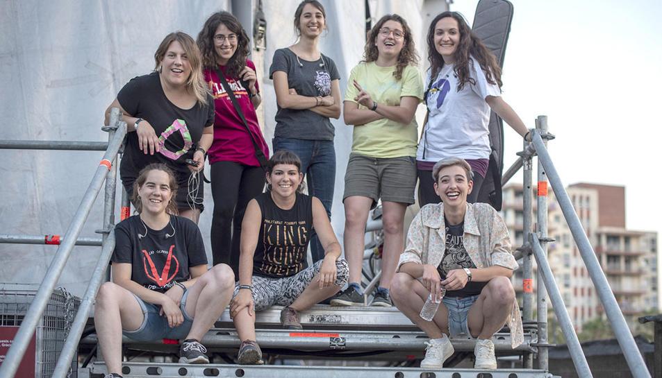 Foto de família de les integrants de la banda Roba Estesa