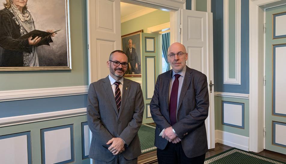Josep Costa amb el president del Parlament d'Islàndia, Steingrímur J. Sigfússon.
