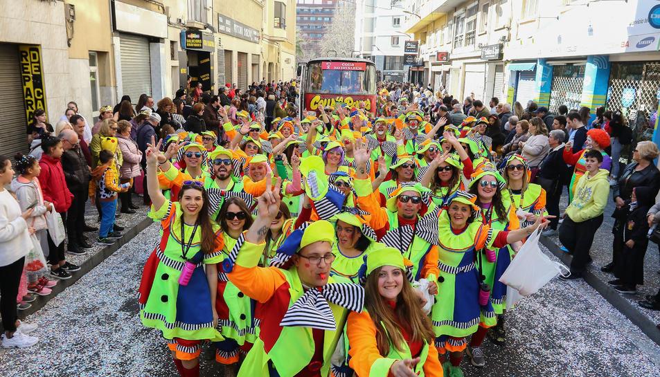 Les carrosses van sortir a les onze del migdia des de l'avinguda de La Salle després d'una llarga nit per continuar la festa a ritme dels clàssics carnavalescs.
