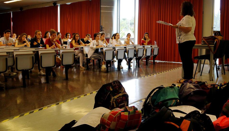 Imatge d'arxiu d'una de les proves de la selectivitat en una de les aules de la Universitat Rovira i Virgili de Tarragona.