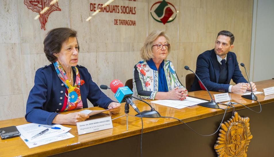 Virolés, Asamà i Muria, a la seu del Col·legi de Graduats Socials, en la presentació de les jornades.