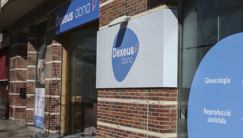 La façana de Dexeus Dona, als números 2-4.