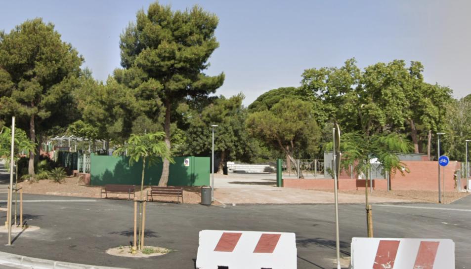 Imatge de l'entrada al parc del Pinaret.