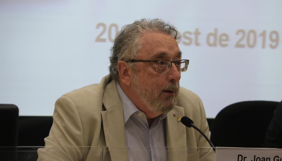 El secretari de Salut Pública, Joan Guix, durant una roda de premsa a l'Agència de Salut Pública de Catalunya.