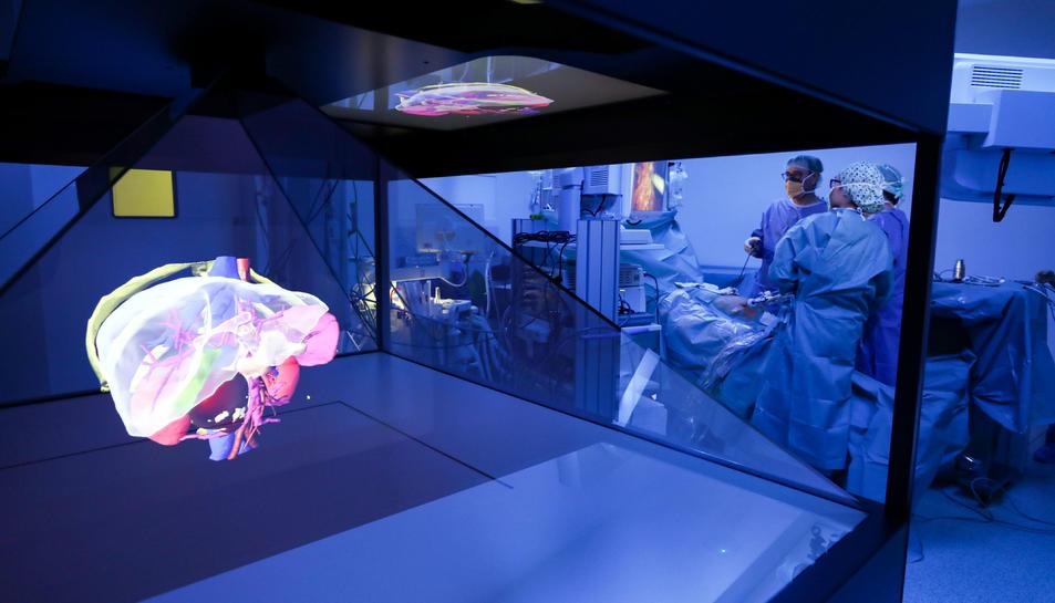 L'holograma de l'anatomia del pacient dins del quiròfan.