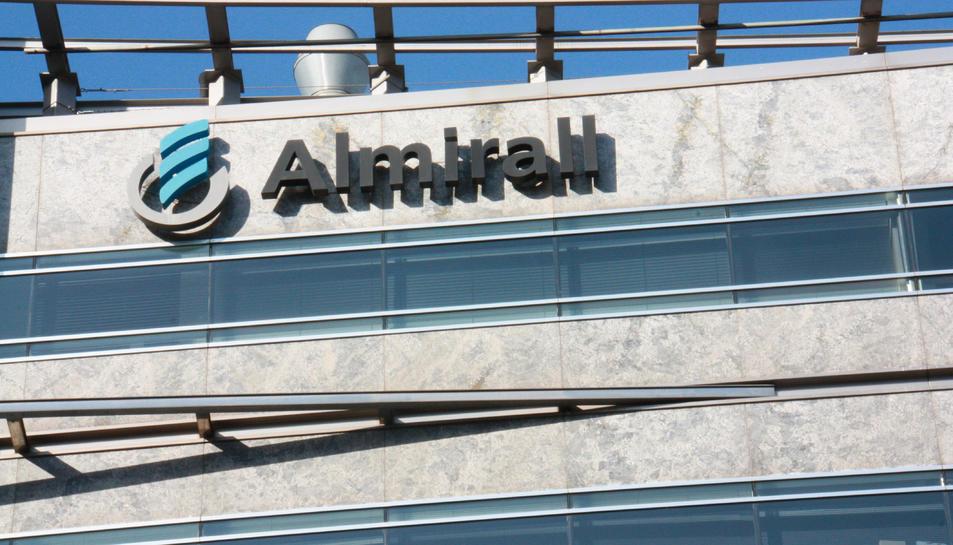Imatge de la seu corporativa de laboratoris Almirall a la ciutat de Barcelona.