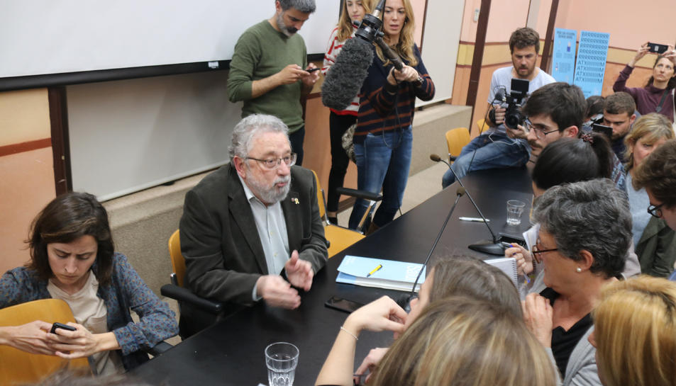 El secretari de Salut Pública, Joan Guix, i la doctora Assumpta Ricard, ahir van donar detalls del primer cas detectat a Catalunya.