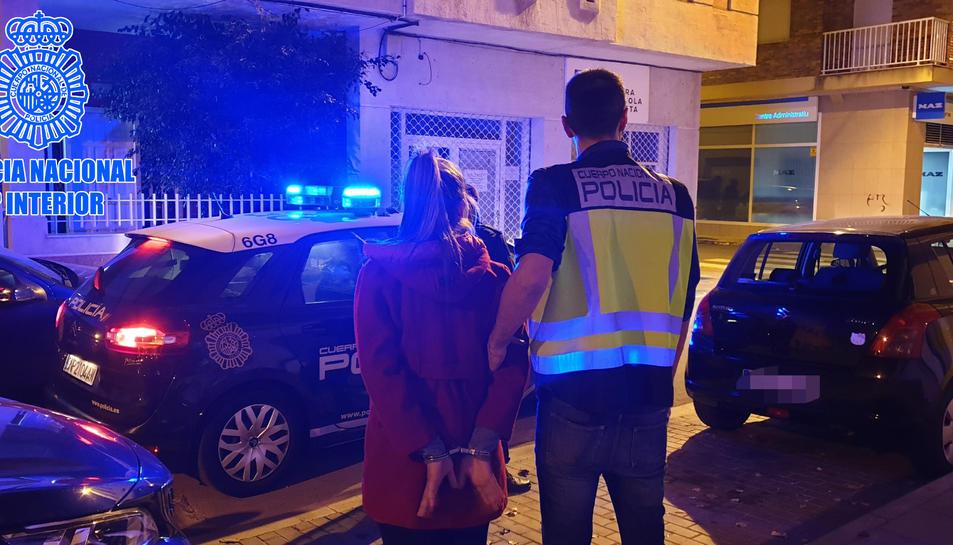 Una de les tres persones detingudes en l'operatiu per desmantellar el prostíbul.