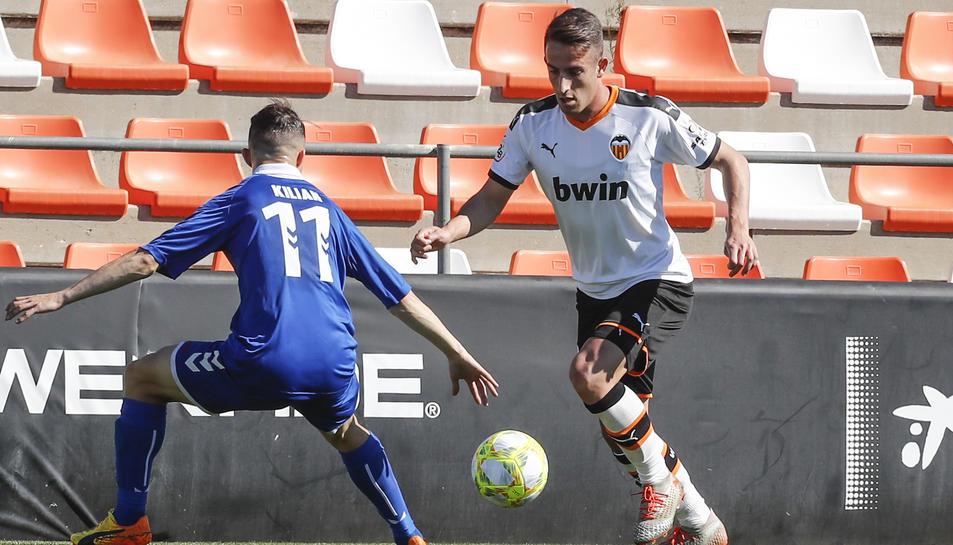 L'exjugador del Nàstic Pol Valentín durant un partit disputat amb la samarreta del Valencia Mestalla.