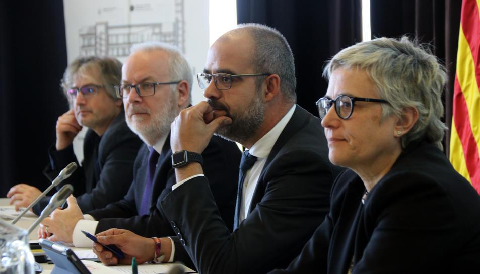 El conseller d'Interior, Miquel Buch, el secretari general, Brauli Duart, i la directora general de Protecció Civil, Isabel Ferrer, durant la reunió de la Comissió Plenària de Protecció Civil al 112 de Reus.