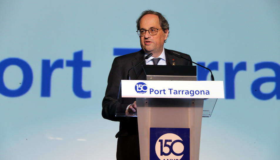 Pla mitjà del president de la Generalitat, Quim Torra, intervenint des d'un faristol durant l'acte del 150è aniversari del port de Tarragona.