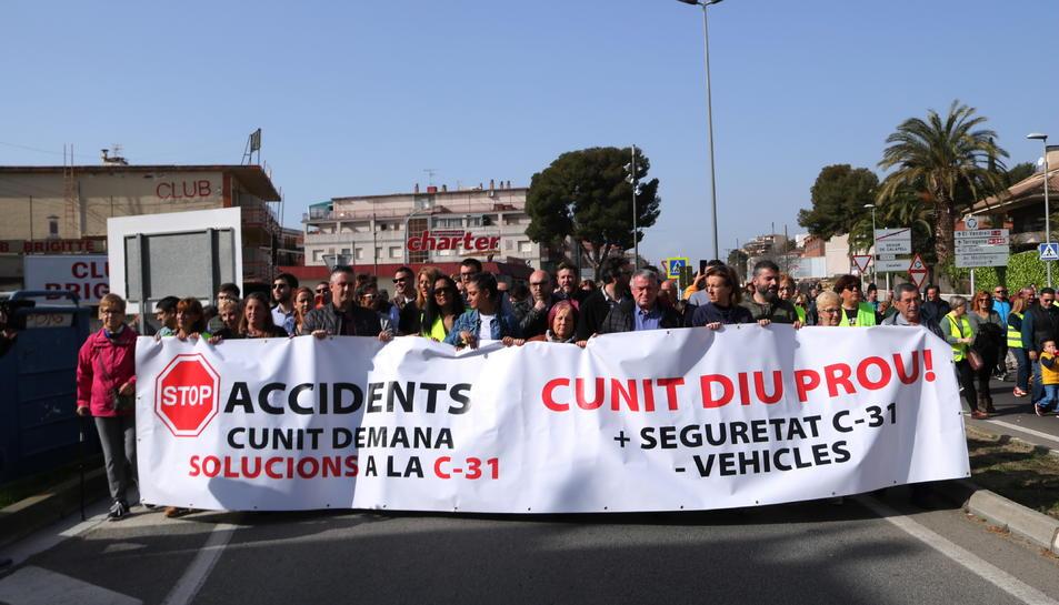 La manifestació per reclamar més seguretat a la C-31 entre Segur de Calafell i Cunit