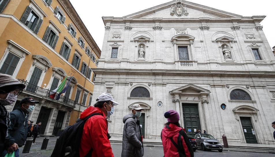 El tancament de l'Església de San Luigi dei Francesi les una de les mesures que s'han pres a Roma per evitar el contagi de coronavirus.