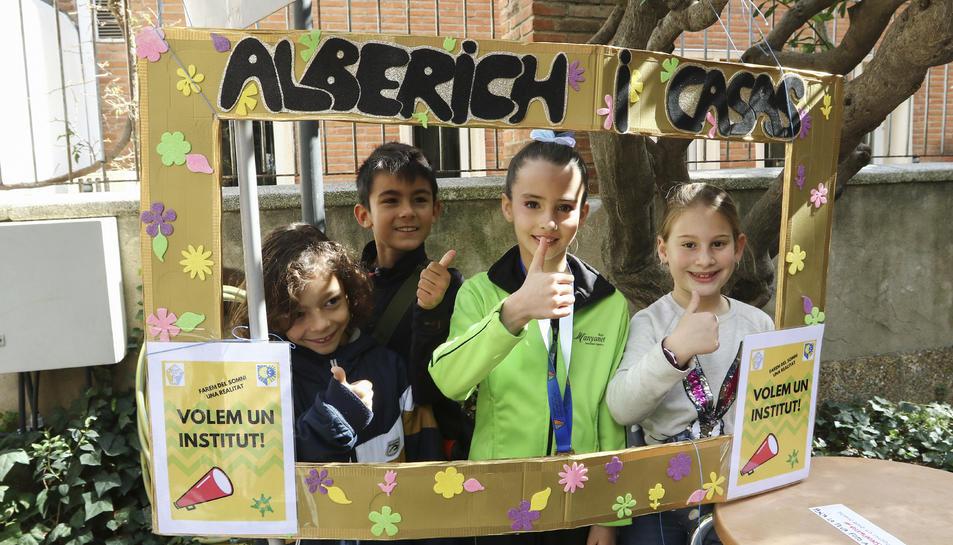 Alguns dels infants que van estar presents a la jornada que va tenir lloc als jardins de la cASA rULL.