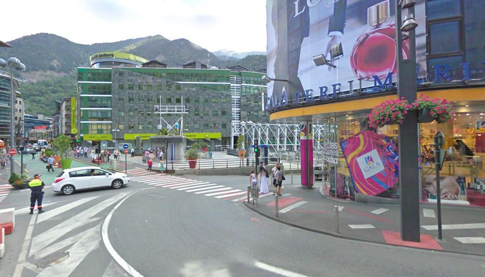 Imatge d'un carrer comercial d'Andorra la VElla.