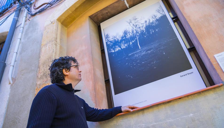 Rubén Perdomo amb la fotografia de Gerard Boyer.