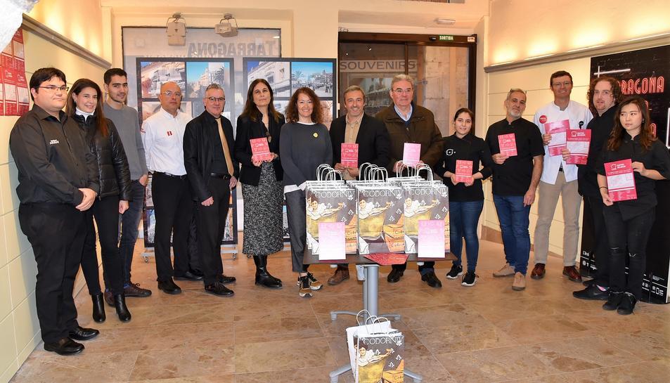 Imatge dels participants a la presentació de la nova riuta gastronómica tarragonina.
