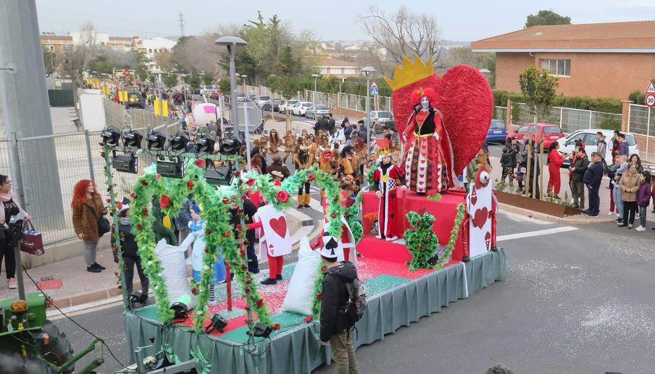 'Les Forques Teatre' amb la disfressa de La Reina dels Cors, guanyadors del carnaval.