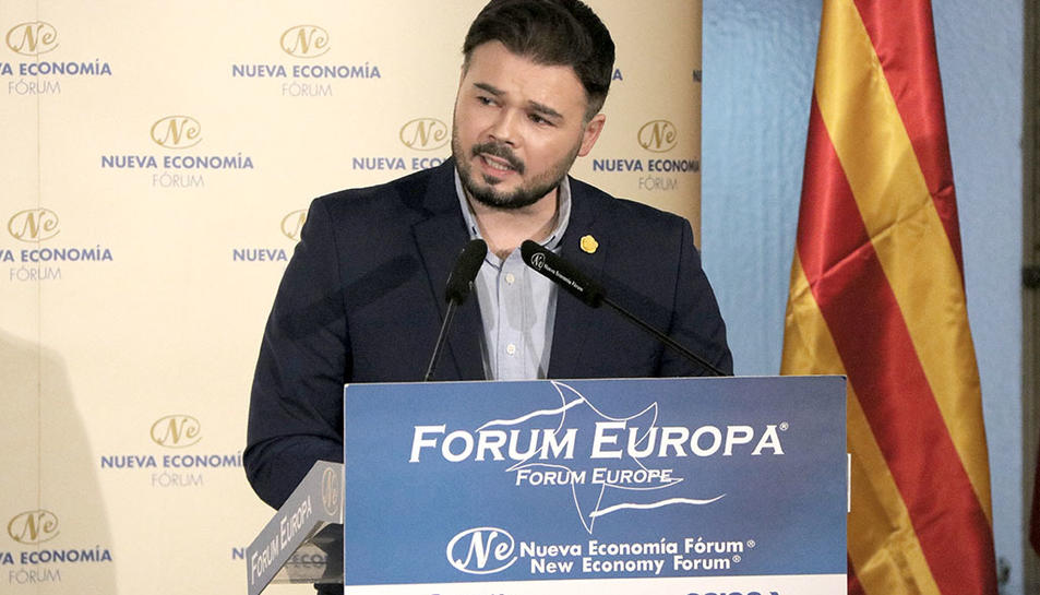 El portaveu d'ERC al Congrés, Gabriel Rufián, pronunciant una conferència a un esmorzar informatiu de Fòrum Europa a Madrid,