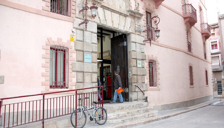 Imatge d'arxiu de la façana dels jutjats de Tortosa.