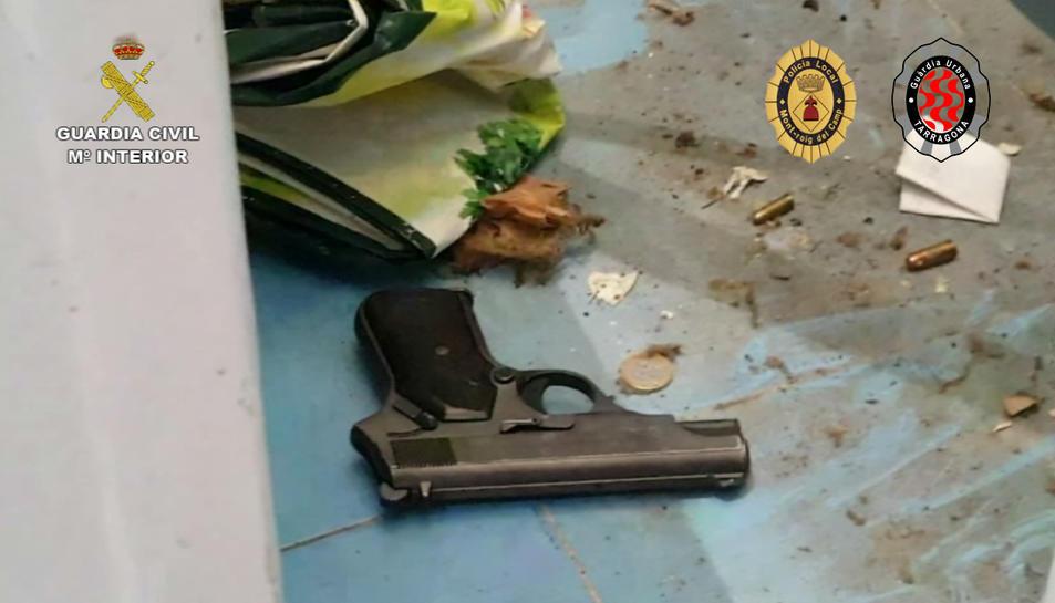 Una dels armes localitzades durant els registres.