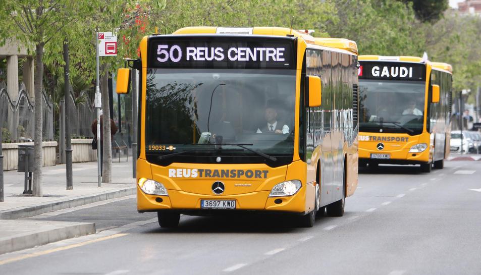 Una imatge de nous autocars de l'empresa municipal.