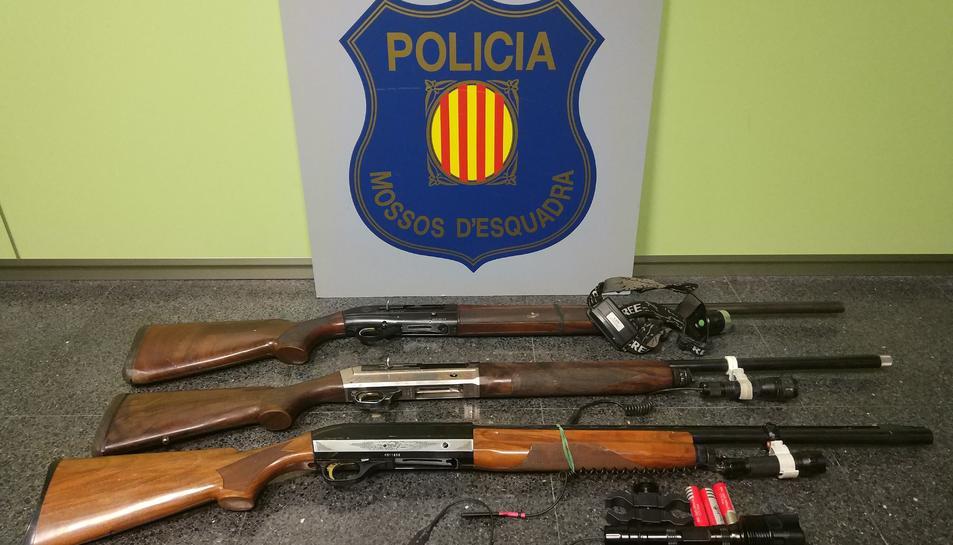 Les armes de foc que es van interceptar als tres caçadors denunciats a Amposta.