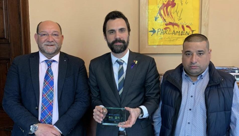 Paquito Ferreres i Manel Carbonell amb el president del Parlament Roger Torrent.