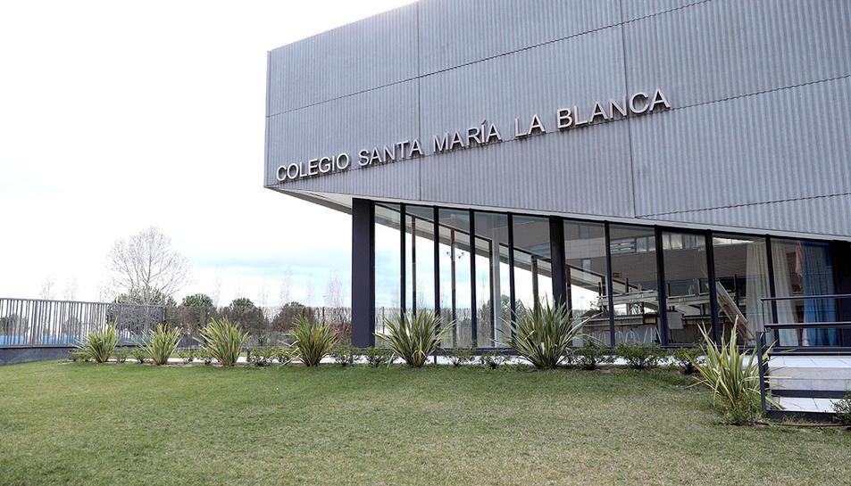 El col·legi Santa MAría la Blanca, on un dels seus professors ha estat contagiat.