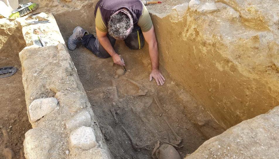 Un dels cossos que s'ha trobat a la zona dl mausuleu