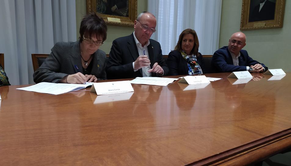 El govern de Catalunya i el consistori van signar ahir el conveni.