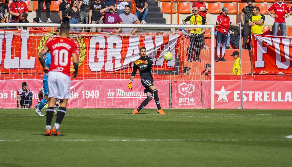 Bernabé Barragán, durant el Nàstic-Valencia Mestalla.