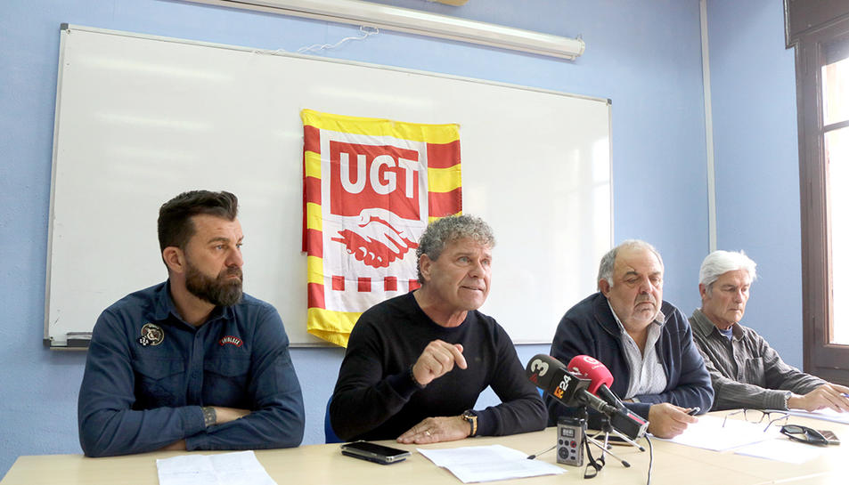 Pla general del president del comitè d'empresa, Miguel Pérez; d'Àngel Martín de Sande la UGT, i de Joan Llort, secretari general de la UGT al Camp de Tarragona, en roda de premsa a Reus el 5 de març del 2020.