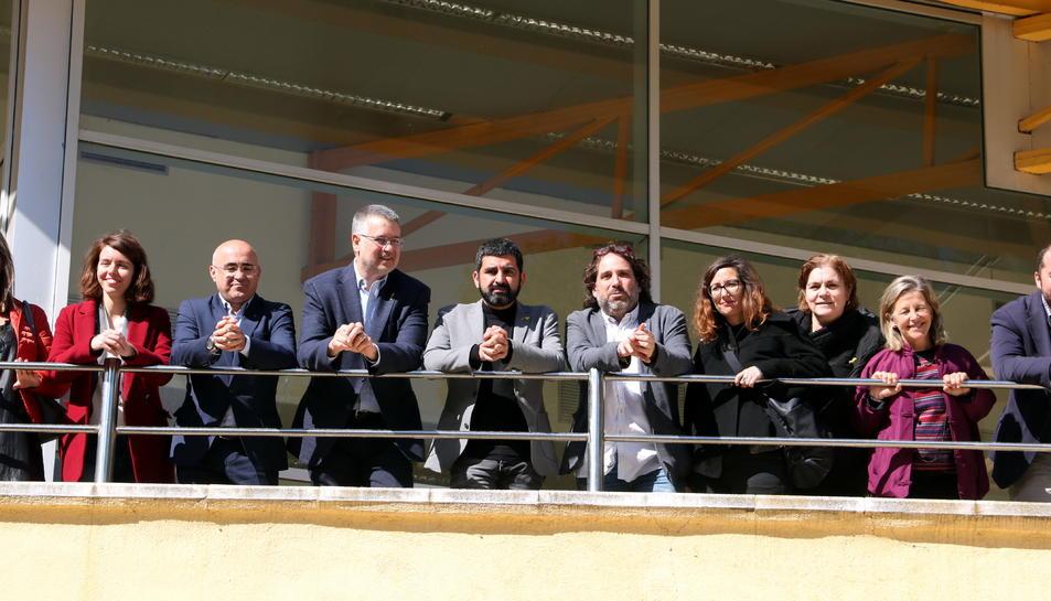 El conseller de Treball, Chakir el Homrani; i de l'alcalde de Tarragona, Pau Ricomà, entre altres autoritats, en la visita al complex de l'antiga Ciutat de Repòs de Tarragona.