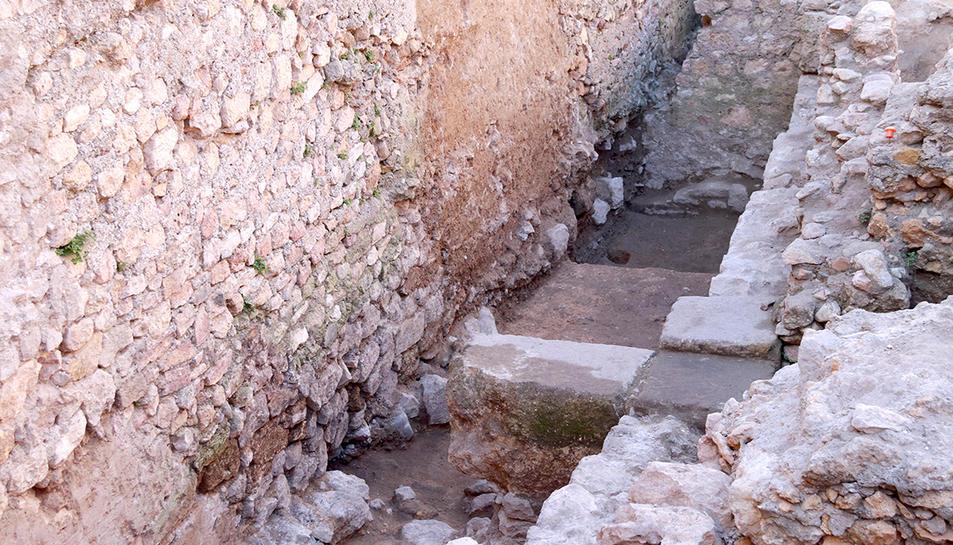 Les dues naus del magatzem romà, separades per un carreu transversal, descobertes durant les excavacions al teatre romà de Tarragona.