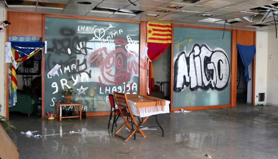 L'interior de l'antiga sucursal bancària on hauria tingut lloc l'agressió