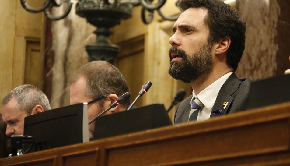 El president del Parlament, Roger Torrent, en el moment de votar el pressupost de la cambra el 4 de març del 2020