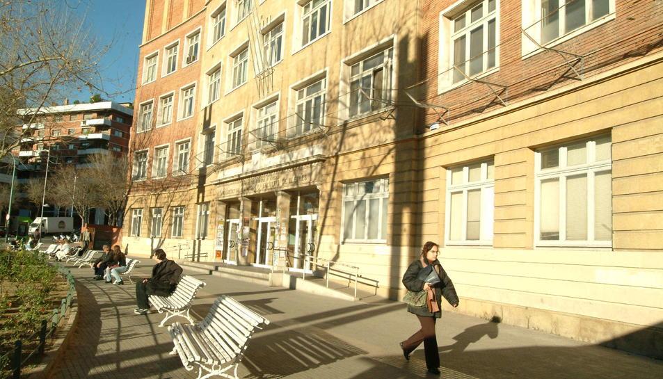 L'antic edifici de les Lletres, de grans dimensions, hi tenen cabuda sisi entitats en locals municipal.