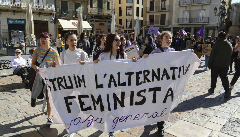 Recull de les millors imatges de la manifestació del Dia de la Dona a Reus