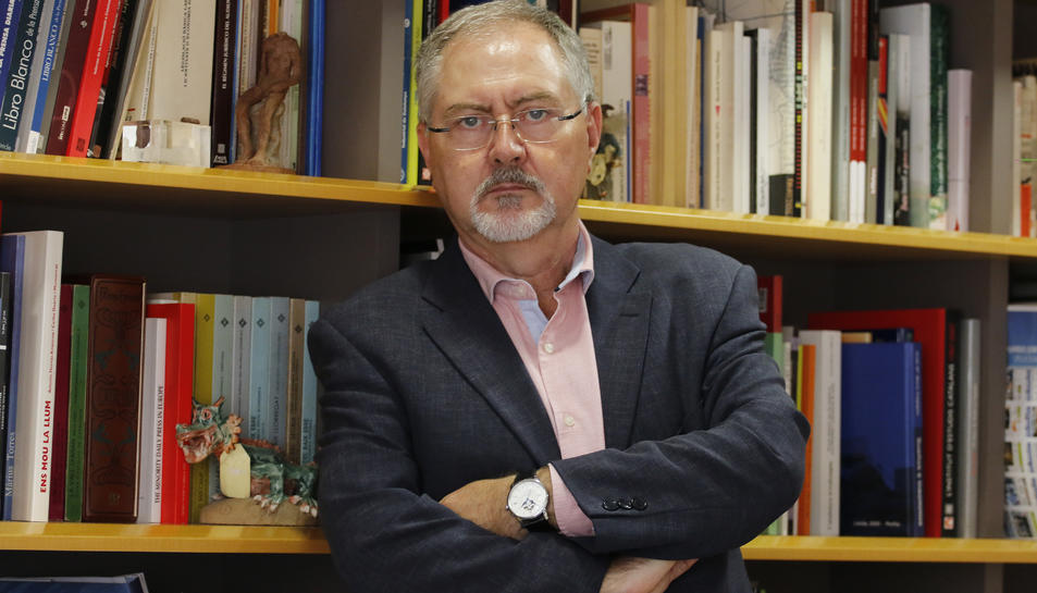 Juan Cal ha estat sempre vinculat al periodisme i és director executiu de 'Segre'.