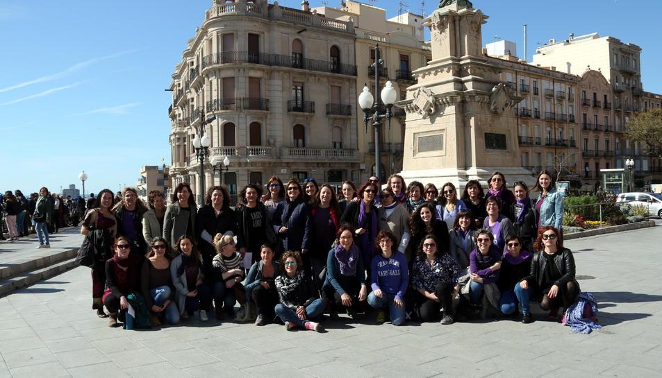 Les treballadores de la informació i la comunicació del Camp de Tarragona que s'han mobilitzat aquest 8-M, Dia Internacional de les Dones a Tarragona.
