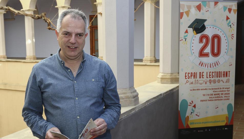 Francesc Domingo a la seu del Consorci, que és una secció de l'Institut d'Estudis Vallencs.