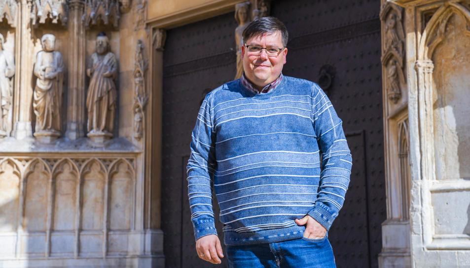 Xuasús González, ahir dilluns al matí davant de la façana de la Catedral de Tarragona.