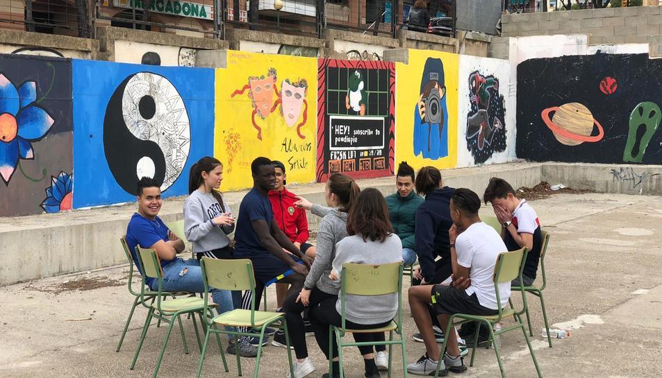 Alumnes del Martí Franqués i del Centre orió en una de les activitats d'aquest dimarts al matí